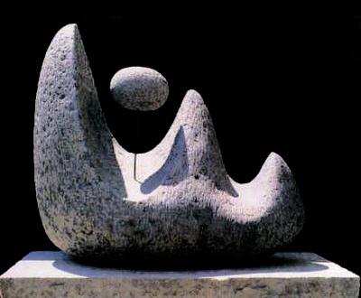 """""""Montaña y Luna"""". Escultura; Basalto – Marina Nuñez del Prado"""